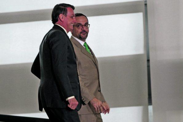 Bolsonaro recorre ao STF para evitar depoimento e prisão de Weintraub no inquérito das fake news