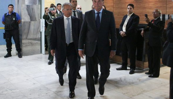Bolsonaro está impaciente com Guedes e saída do ministro será acelerada, diz jornalista