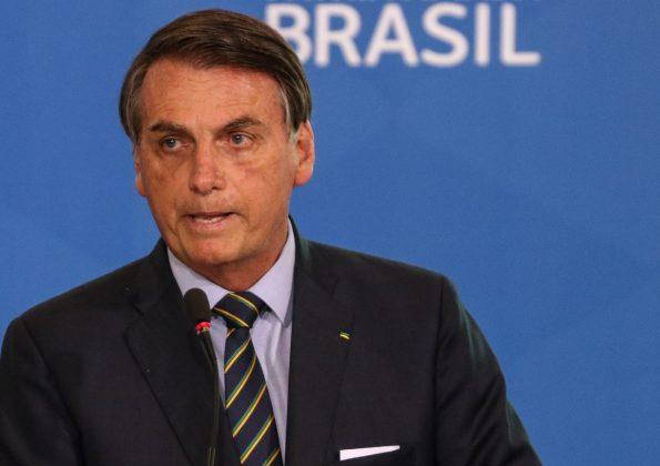 Horas após falar em pacto, Bolsonaro volta a criticar governadores e medidas de isolamento