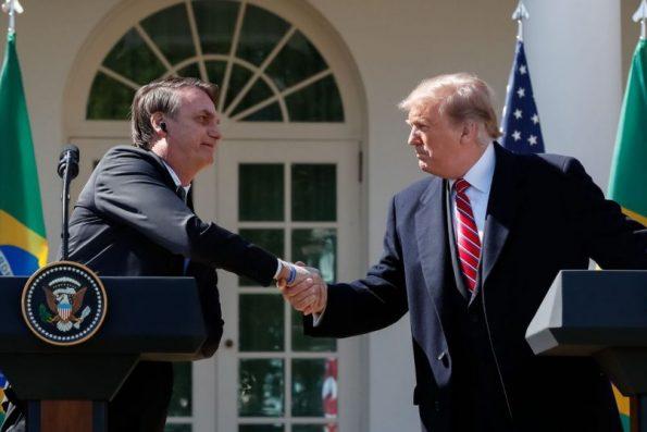 Bolsonaro afirma ter conversado com Trump após governo americano considerar suspender voos do Brasil