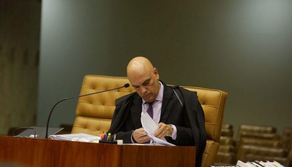 """Decisão de Moraes para operação contra fake news cita """"gabinete do ódio"""" e assessores de Bolsonaro"""