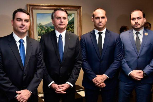Rede de fake news ligada ao PSL e à família Bolsonaro é derrubada pelo Facebook