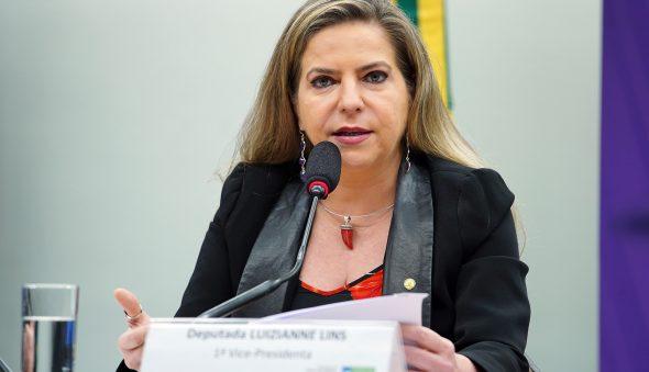Luizianne admite desistir de disputar se Camilo dialogar