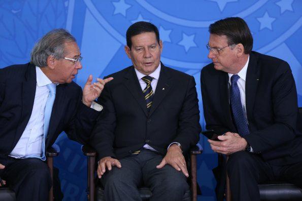 Mourão sai em defesa de Guedes e diz que Brasil é pressionado por países que não preservaram florestas